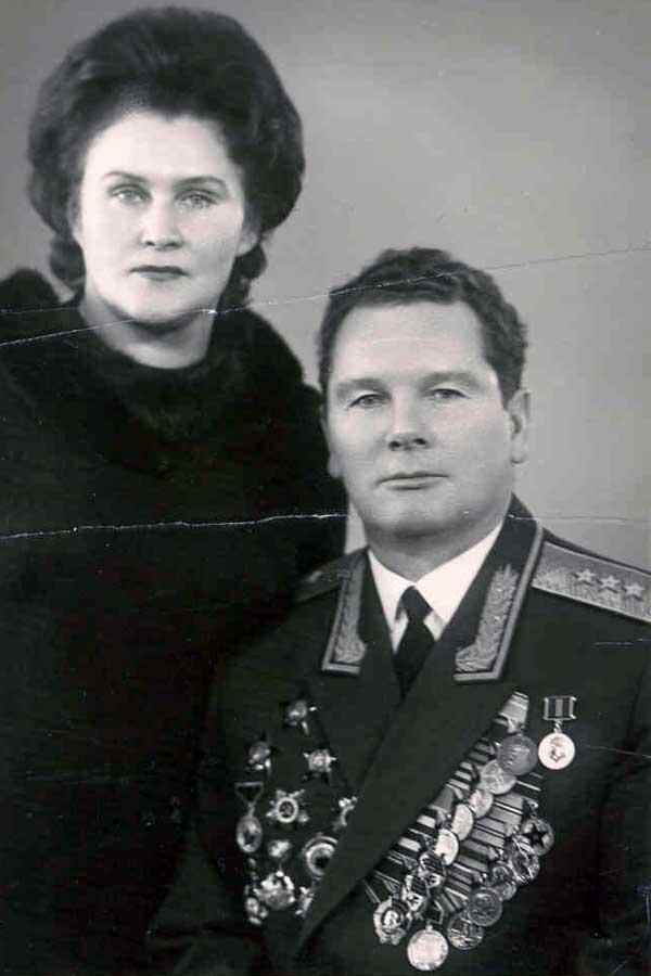 Командующий Ленинградским военным округом генерал-погковник А.И. Грибков с супругой Лидией Дмитриевной