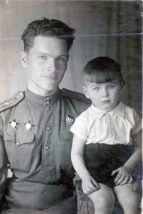 Майор А.И. Грибков с сыном