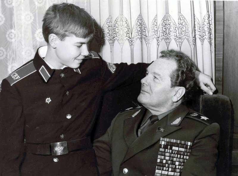 Генерал армии А.И. Грибков с сыном