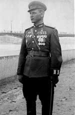 Герой Советского Союза гвардии полковник А.Г. Афанасьев во время подготовки к параду Победы