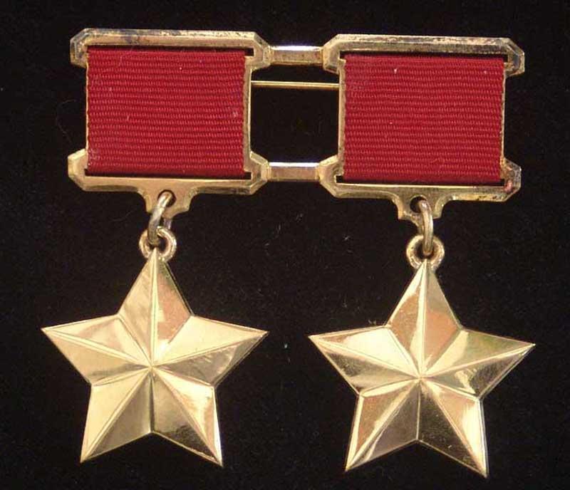 Две медали Золотая Звезда
